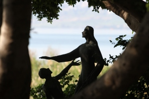 Statue symbolizing Jesus reinstating Peter into leadership in the church.