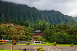 The Valley of Temples is set up against the Koo'lau ridge which is what remains of the huge Caldera of the volcano.